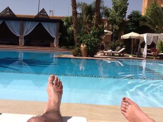 Hotel Le Berbere Palace: repos bord de piscine
