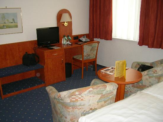 Hotel Stadt Hannover: Bed/Study