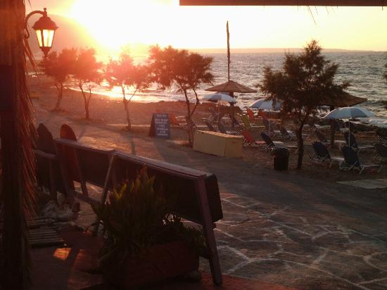 Kristalli Hotel Apartments: sunset at the blue sea taverna