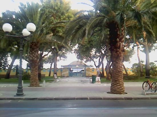Grand Hotel Villa Balbi: attraversando la strada