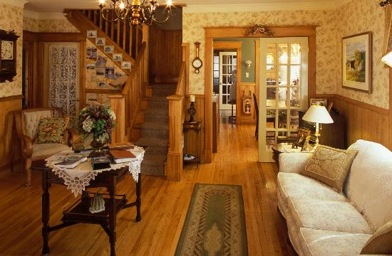"""Gite """"Le Poirier"""" B&B: View of main living room and dining rooms"""