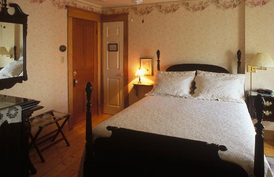 "Gite ""Le Poirier"" B&B: Bedroom # 5 (Hugues)"