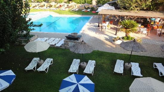 Achousa Hotel: piscina 