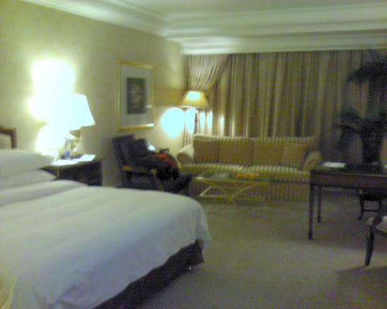 Hotel Mulia Senayan: Inside room