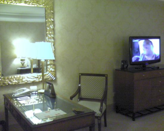 Hotel Mulia Senayan, Jakarta: Inside room