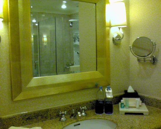 Hotel Mulia Senayan: Wash basin