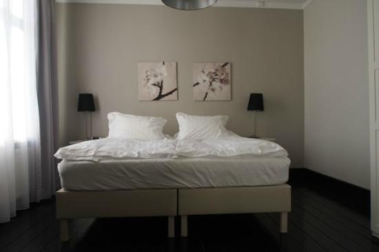 Luna Hotel Apartments: Master bedroom