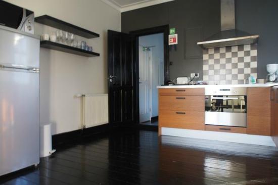 Luna Hotel Apartments: The kitchen