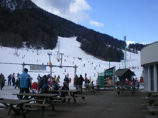 Ramada Resort Kranjska Gora : View of the piste from the hotel's ski bar