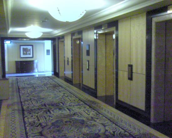 Hotel Mulia Senayan: Lift lobby