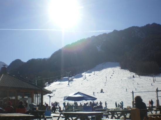Ramada Resort Kranjska Gora: Sunny slopes from the bar