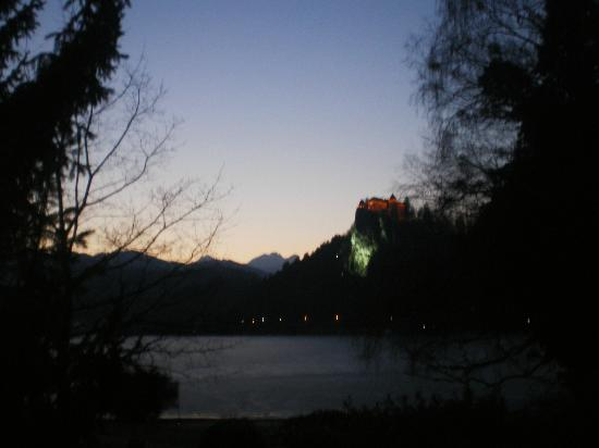 Ramada Resort Kranjska Gora: sunset at lake bled