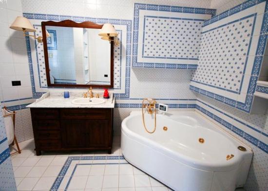 Villa Victoria: bagno in camera