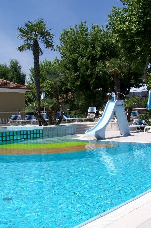 Piscine photo de hotel paris resort bellaria igea for Piscine hotel paris