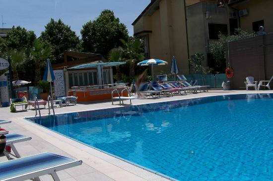 Piscine photo de hotel paris resort bellaria igea for Hotel piscine paris