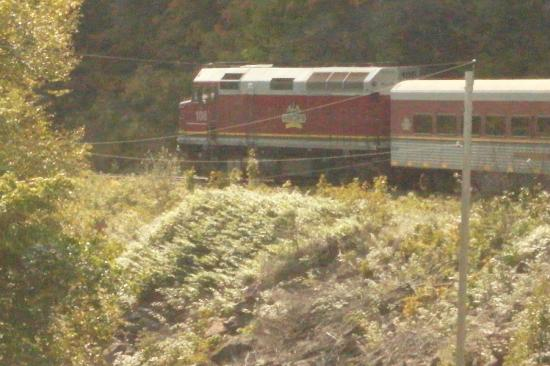 Agawa Canyon Tour Train: crossing over the trestle