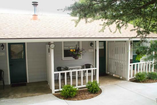 Prescott Pines Inn Bed and Breakfast: Patio Guest House