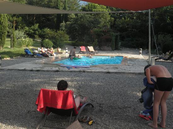 Villa du Parc: schöner Pool mit Sonnenschtutz und vielen Liegen