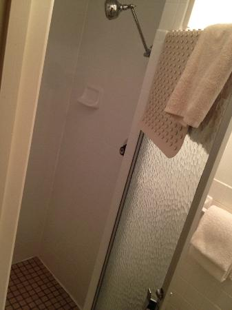Lowell Inn: shower