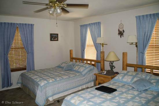 Desert Hills Bed and Breakfast: Sunrise Room