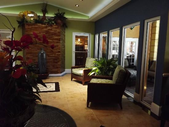 Best Western Premier Saratoga Resort Villas: Lobby Comforts