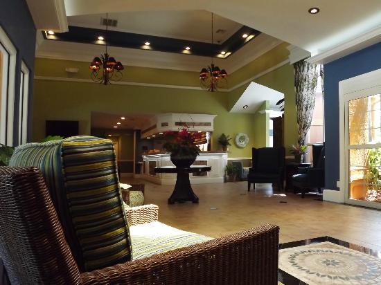 BEST WESTERN PREMIER Saratoga Resort Villas: Relax in the lobby