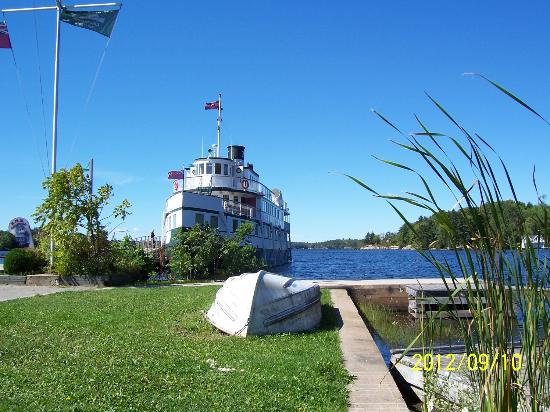 Oakwood Motel: Segwun Steam Boat, Gravenhurst