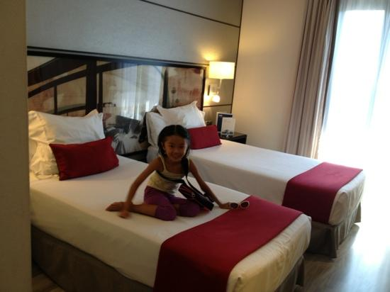 Hotel H10 Universitat: twin bedroom