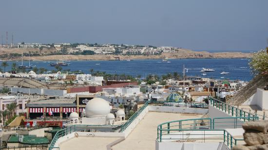 Sharm Cliff Resort : view from the outside of the hotel