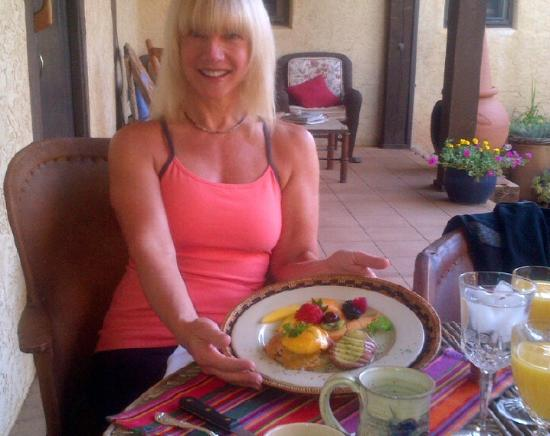 Hughes Hacienda Bed & Breakfast: Breakfast on the front porch of Eggs Benedict w/Chipotle Hollandaise Sauce, Roasted Potatoes, Fr