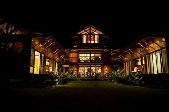 Kenaki Lodge: Kenaki by night