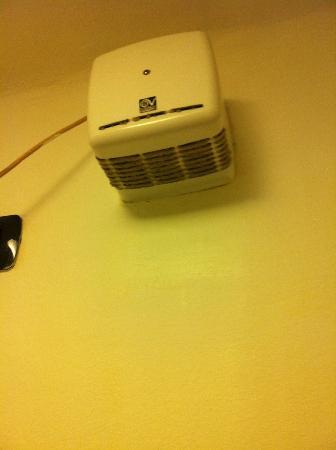 Hotel Boston: dirty ventilator