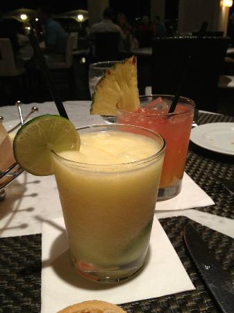Hawaii Calls Restaurant & Lounge: Mai Tai & Some fruity drink...