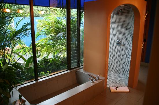 Xandari Resort & Spa: Our bathroom look unto a wonderful garden