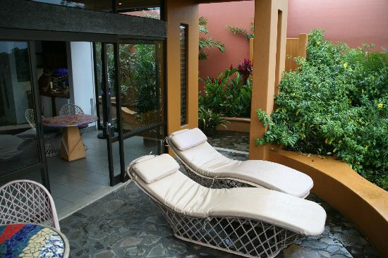 Xandari Resort & Spa: Lounge chairs to rest & enjoy the view.