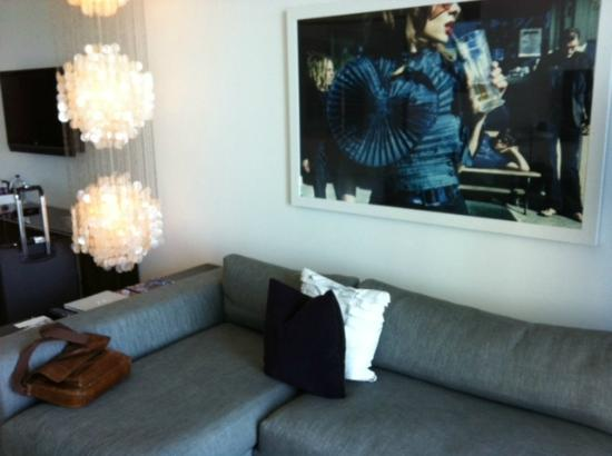 W South Beach: Living Room Area