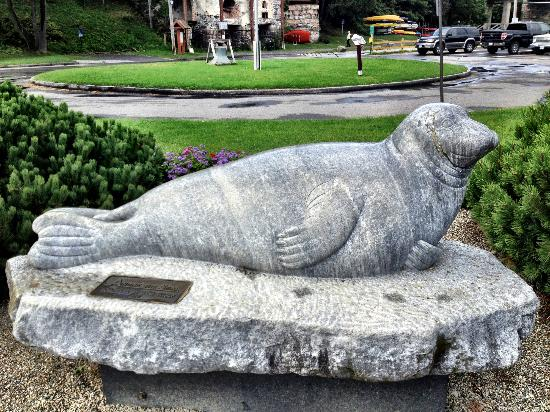 Andre the Seal Statue: Andre