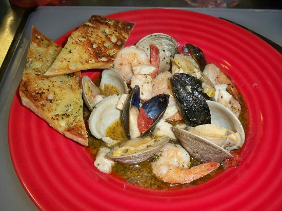 Fort Plain, Estado de Nueva York: Feature dishes change every week, like this Cioppino!