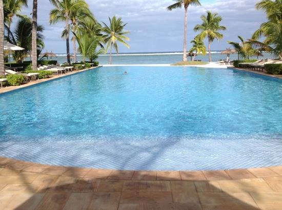 Sugar Beach Resort & Spa: quiet South pool.