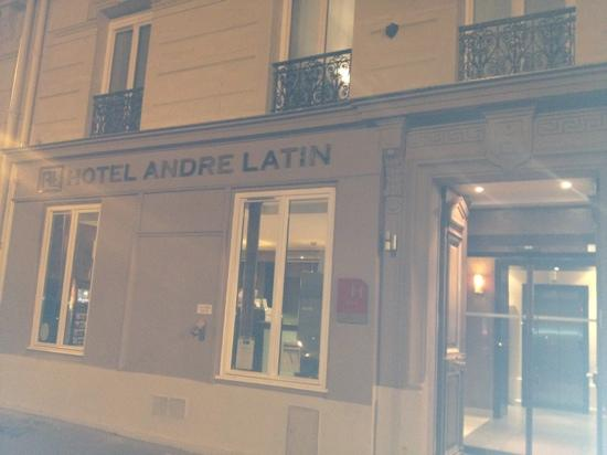 Hotel Andre Latin: sorry for poor photo, front of hotel 2012