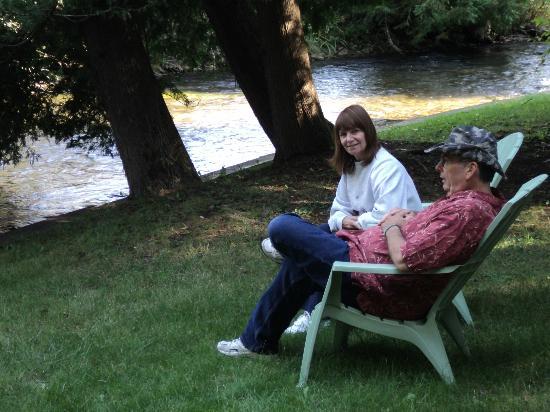 Malone's Sturgeon River Cabins : Bob and Veronica