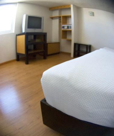 Centro 19 Hotel: TV y Caja de seguridad