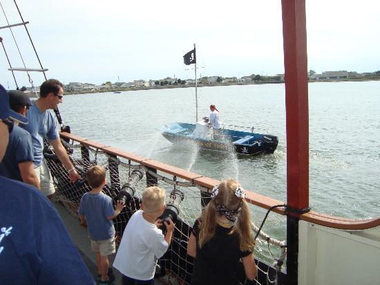 Dark Star Pirate Cruises: Spraying the enemy boat