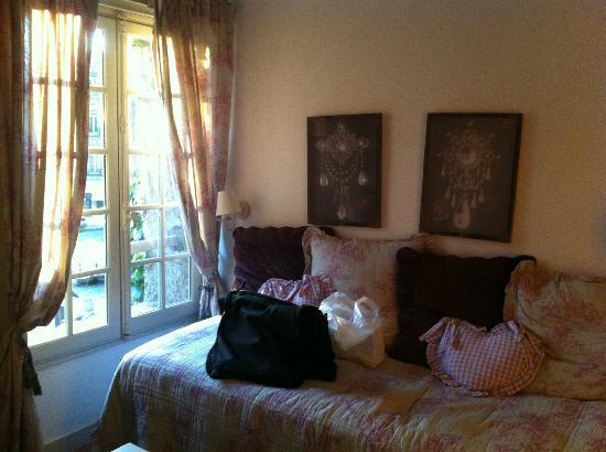 maisons de lea adaptation de la maison de lea les. Black Bedroom Furniture Sets. Home Design Ideas