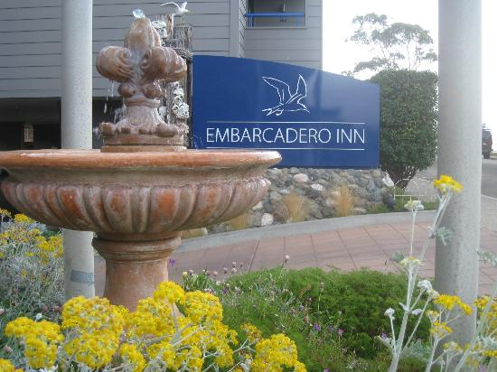 456 Embarcadero Inn & Suites: Front entrance