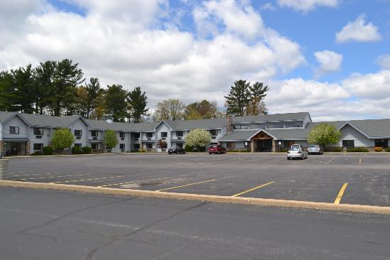 AmericInn Lodge & Suites Wisconsin Rapids : Hotel & Grounds