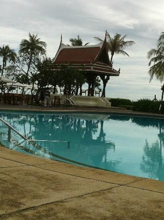 Centara Grand Beach Resort & Villas Hua Hin : one of the pools-colonial