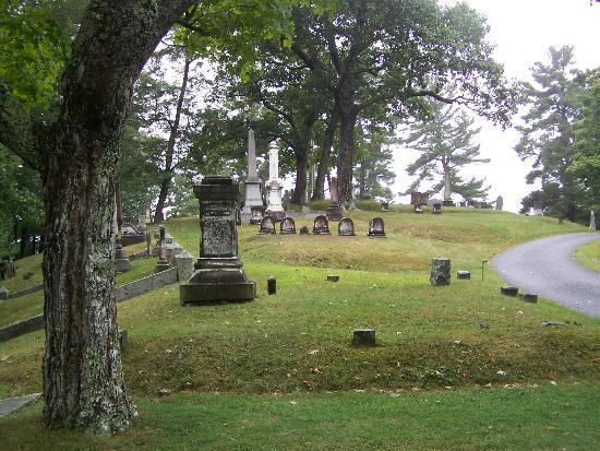 Mount Hope Garden Cemetery: Cimetière sous une légère pluie...