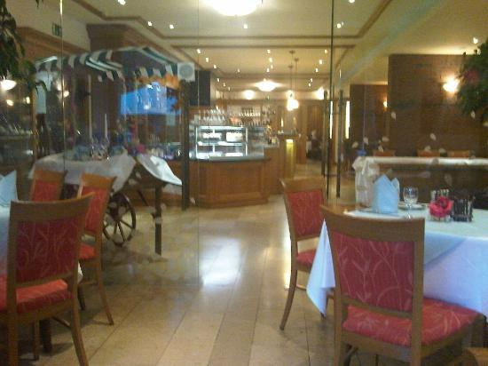 Wald Cafe Hotel: Restaurant
