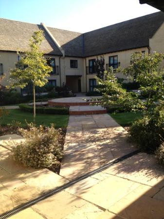 Bicester Hotel, Golf and Spa: view of the outside of some of the rooms at the hotel